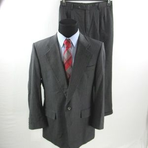 JoS A Bank Gray Wool Herringbone Full Suit 43L 34w